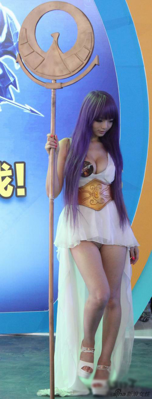 Big Tits Chinese Cosplayer Shows Her Hot Little Pussy – Gets Tossed for it!