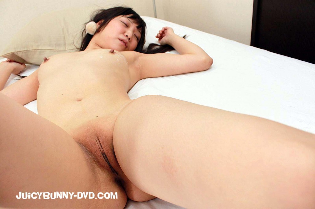 Asian girl with bald pussy