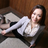 Office Lady Yuki Omura in Sexy Pantyhose