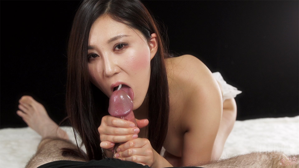 Fetish Babe Yuu Kazuki Uses Both Hands to make him Spurt